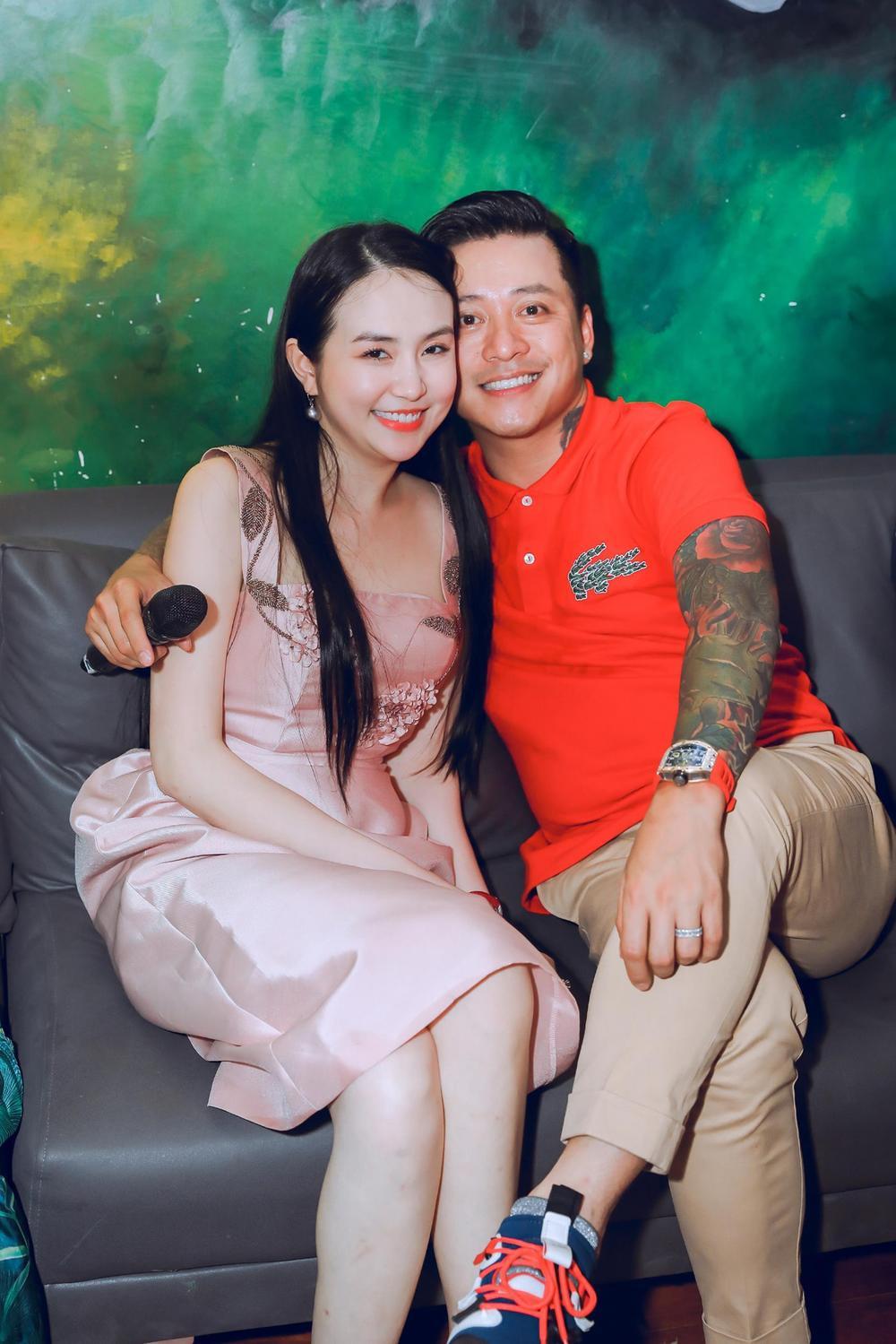Tuấn Hưng hạnh phúc vì được bà xã Hương Baby tổ chức sinh nhật bất ngờ Ảnh 6