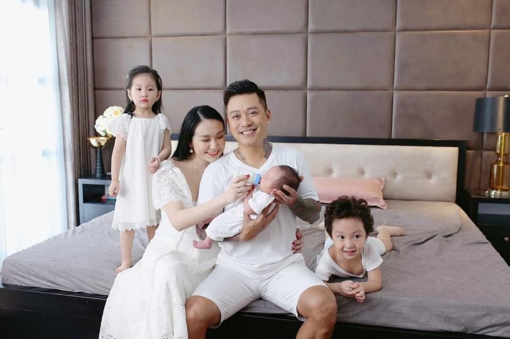 Những sao nam đào hoa của showbiz Việt, thế nhưng sau khi cưới vợ lại trở thành những ông bố bỉm sữa chính hiệu Ảnh 3