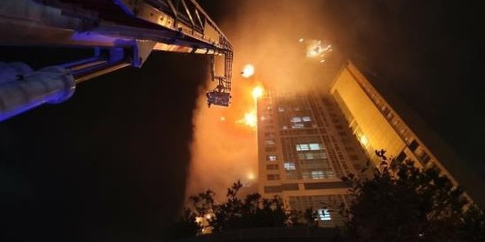 Tòa chung cư thương mại Hàn Quốc cháy lớn trong đêm Ảnh 2
