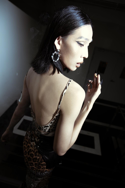 Mẫu phi giới tính Mid Nguyễn đẹp ma mị, biến hóa khác lạ cùng hình ảnh 'gái hư' Ảnh 5
