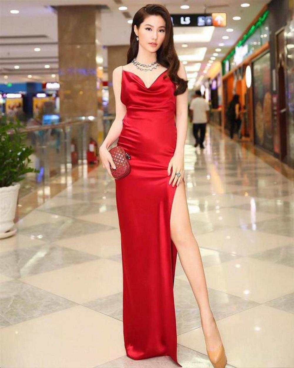 Bài học xương máu khi mặc váy lụa: Midu, hotgirl Trâm Anh bị hằn rõ 'vùng cấm địa' kém duyên Ảnh 13