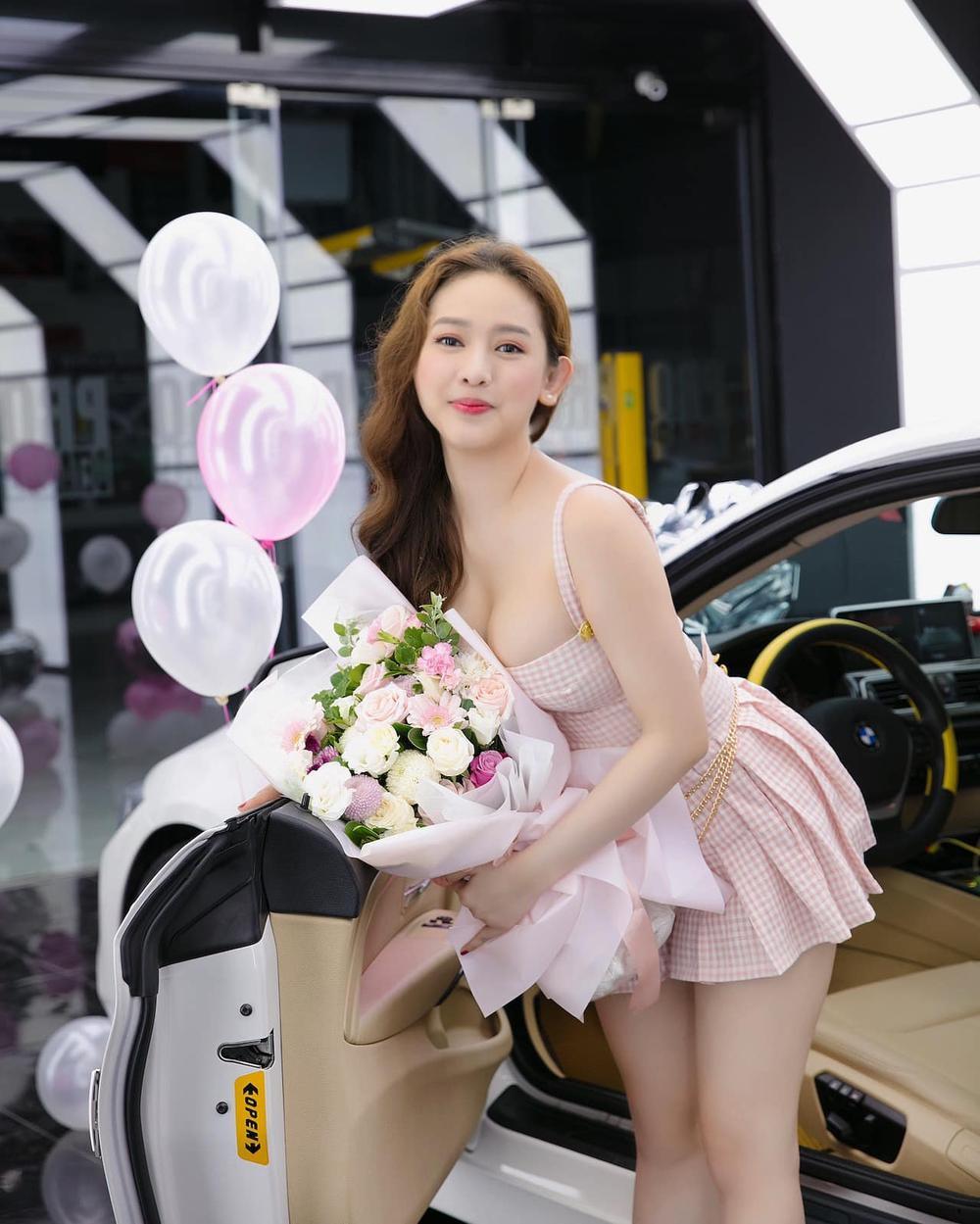 Hot girl Thúy Vi gây chú ý với vòng 1 bất ngờ 'phổng phao' sau hơn 1 năm tháo túi ngực Ảnh 6