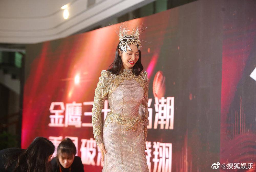 'Kim Ưng 2020': Tống Thiến trở thành nữ thần, Quan Hiểu Đồng kém sắc, Đàm Tùng Vận rạng rỡ bên Tống Uy Long Ảnh 37
