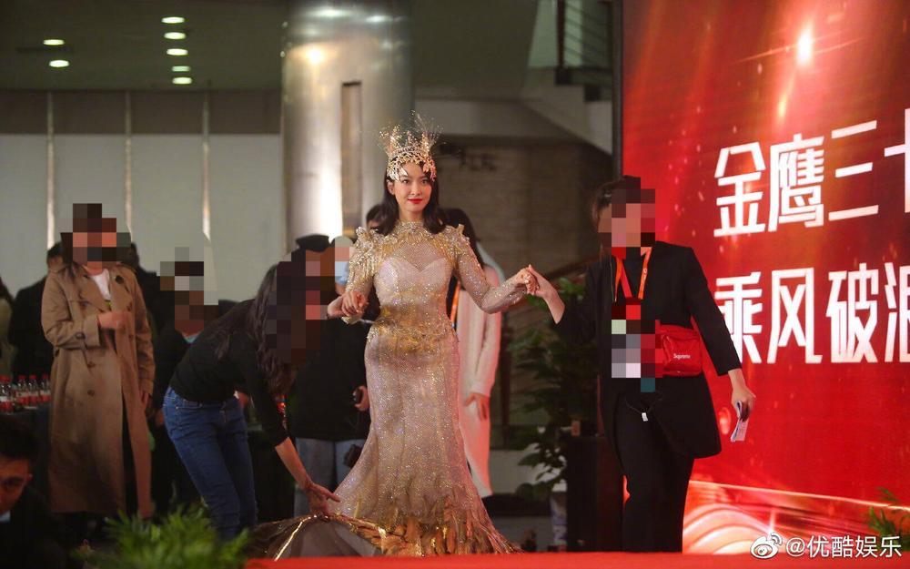 'Kim Ưng 2020': Tống Thiến trở thành nữ thần, Quan Hiểu Đồng kém sắc, Đàm Tùng Vận rạng rỡ bên Tống Uy Long Ảnh 40