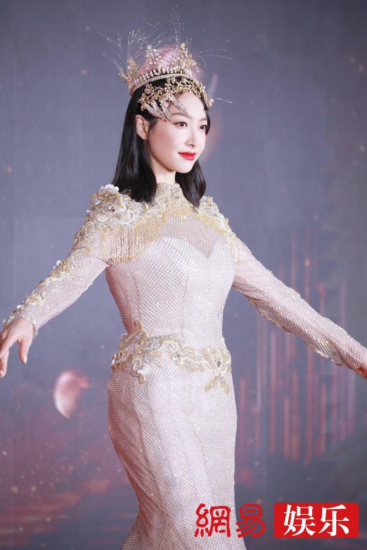 'Kim Ưng 2020': Tống Thiến trở thành nữ thần, Quan Hiểu Đồng kém sắc, Đàm Tùng Vận rạng rỡ bên Tống Uy Long Ảnh 56