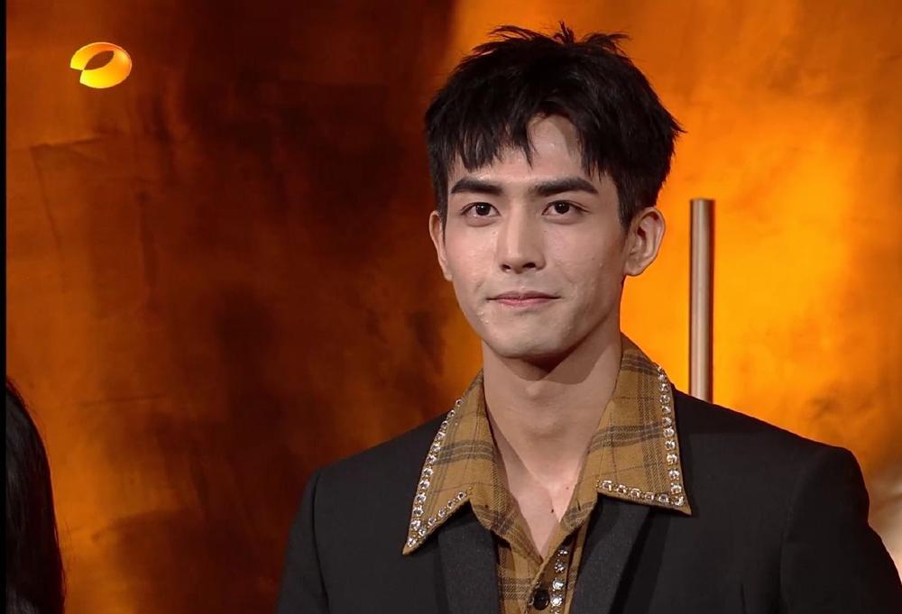 Tống Uy Long lên tiếng giải thích về làn da xấu, nổi đầy mụn của mình Ảnh 9