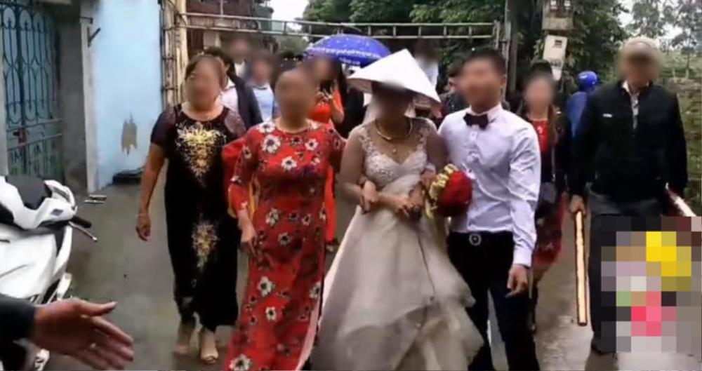 Đón cô dâu và họ hàng nhà gái vào lễ cưới, chú rể say khướt chân bước liêu xiêu khiến nhiều người ngao ngán Ảnh 1