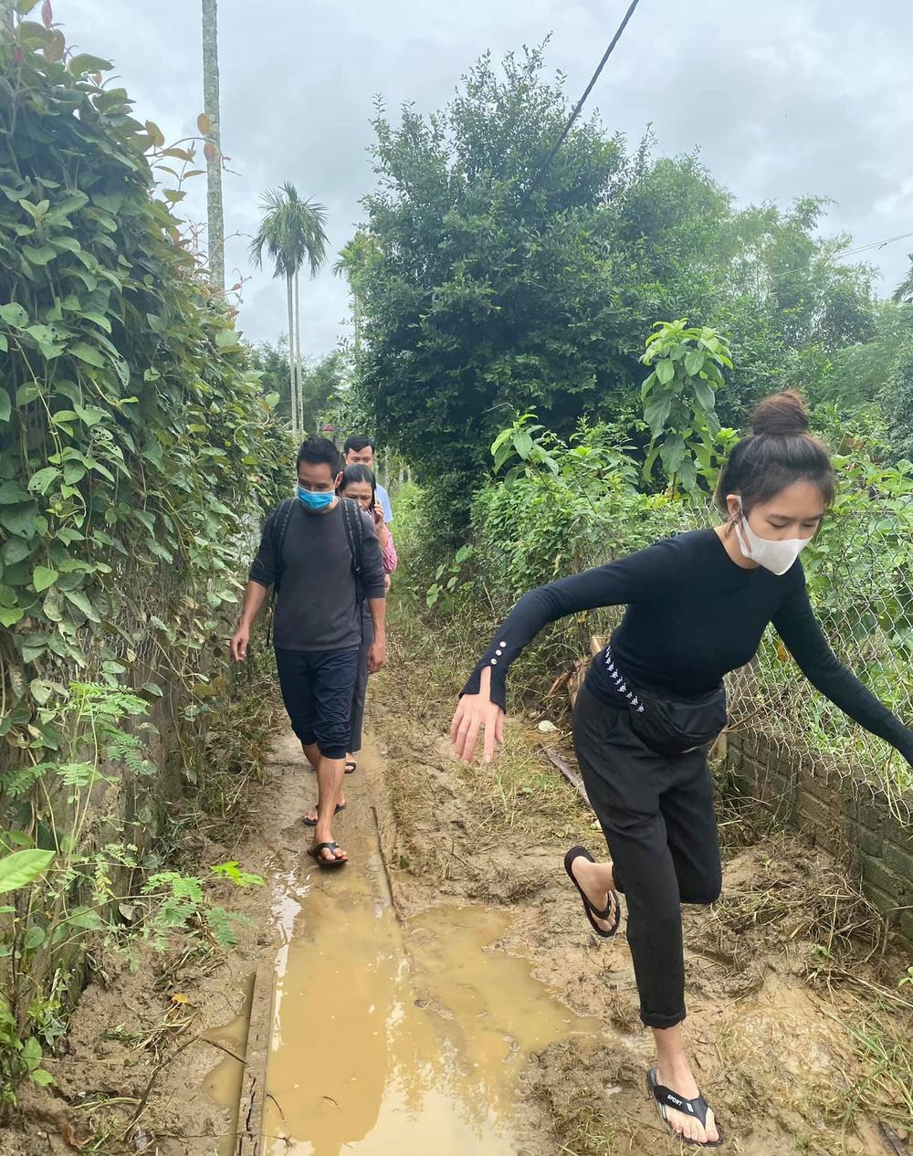 Vợ chồng Lý Hải - Minh Hà nhắn gửi đến các đoàn từ thiện cẩn thận khi đi miền Trung Ảnh 3
