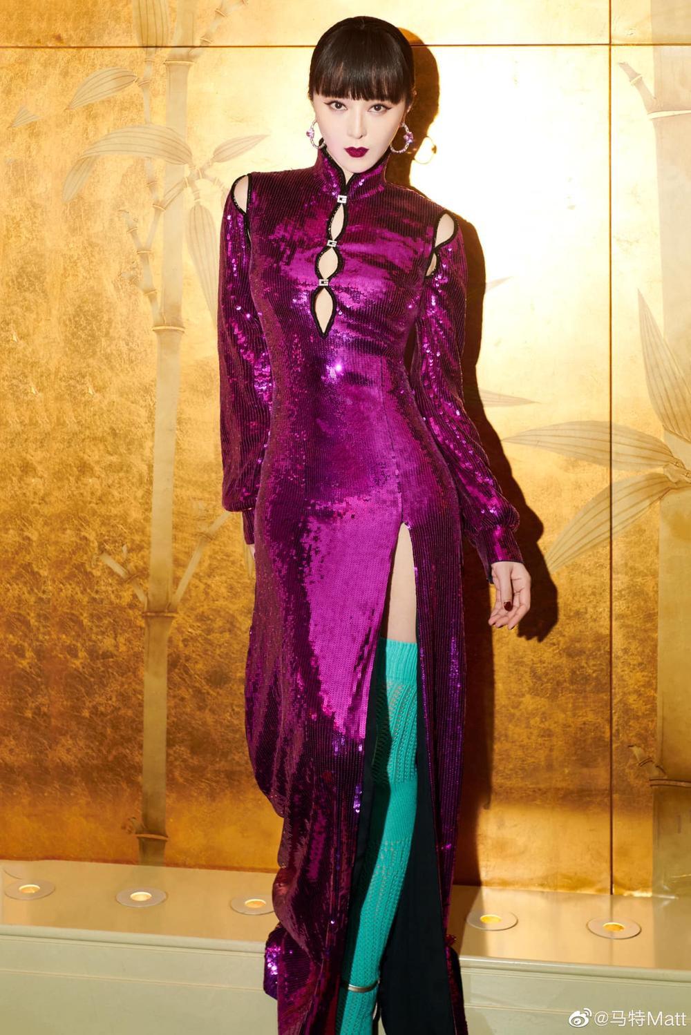 Chịu chơi như nữ hoàng thảm đỏ Phạm Băng Băng, mix váy tím lịm với tất xanh lét nổi bật tại sự kiện Ảnh 3