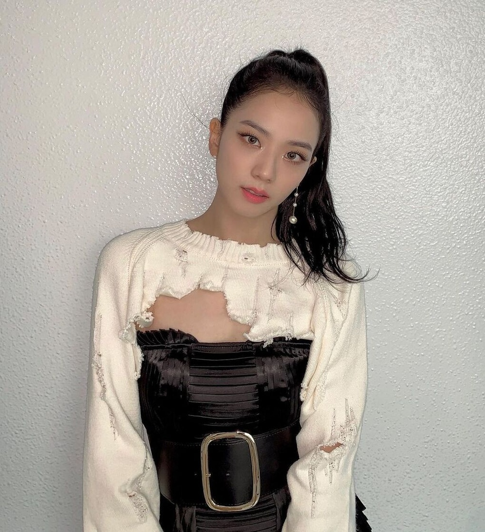 Tóc Tiên, Black Pink ưu ái kiểu áo 'hở toang', cắt trên xẻ dưới, quyến rũ vô cùng Ảnh 1