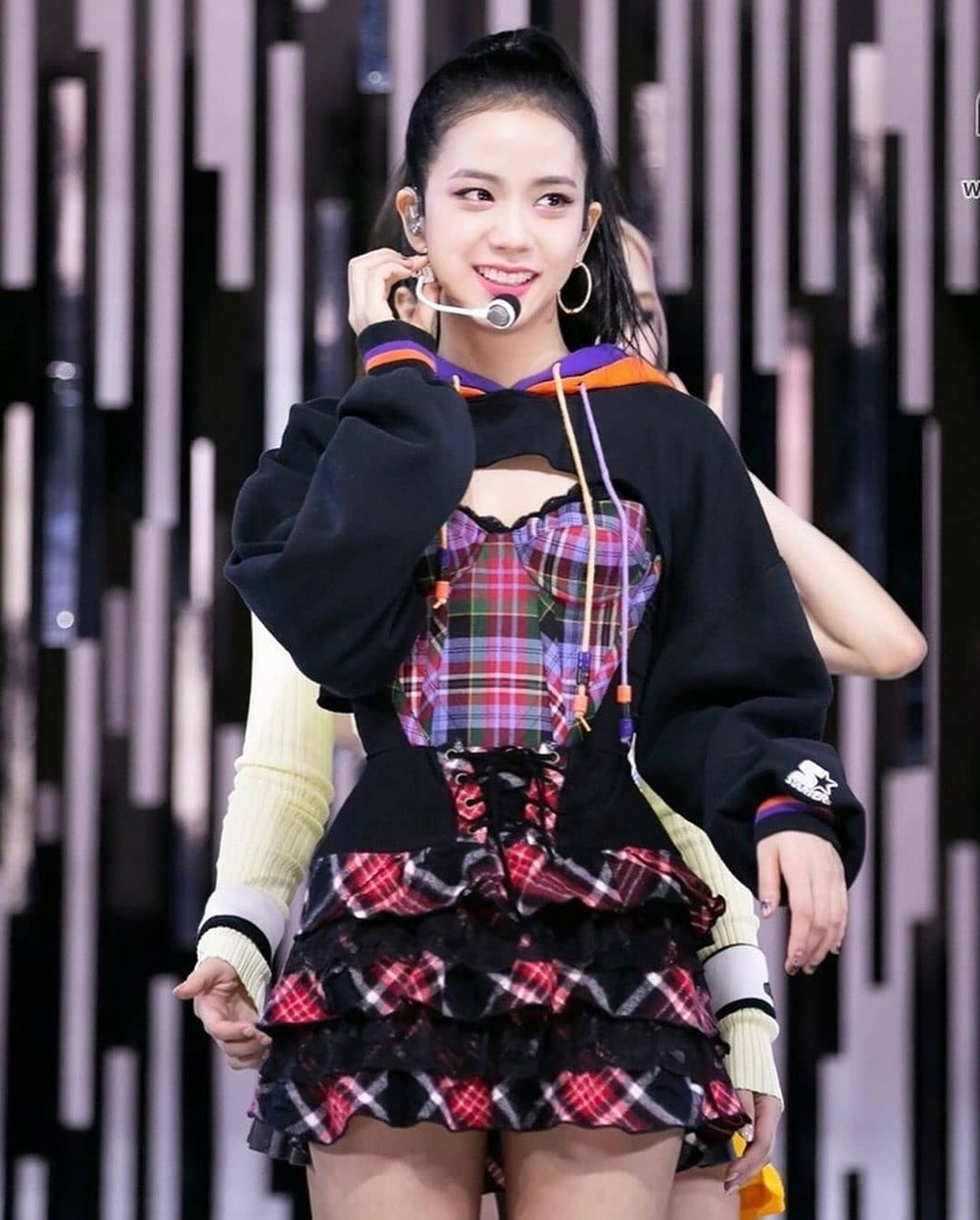 Tóc Tiên, Black Pink ưu ái kiểu áo 'hở toang', cắt trên xẻ dưới, quyến rũ vô cùng Ảnh 2