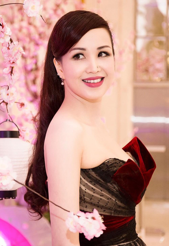 Vẻ đẹp thuần khiết của 16 cô gái thuở mới đăng quang Hoa hậu Việt Nam: Chờ đợi nhan sắc kế nhiệm Tiểu Vy Ảnh 31