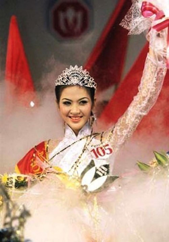 Vẻ đẹp thuần khiết của 16 cô gái thuở mới đăng quang Hoa hậu Việt Nam: Chờ đợi nhan sắc kế nhiệm Tiểu Vy Ảnh 20