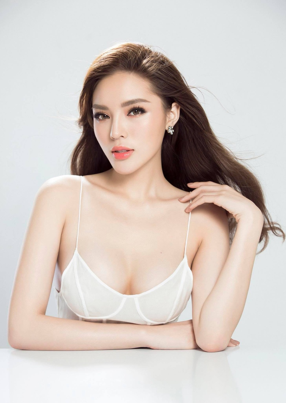 Vẻ đẹp thuần khiết của 16 cô gái thuở mới đăng quang Hoa hậu Việt Nam: Chờ đợi nhan sắc kế nhiệm Tiểu Vy Ảnh 7