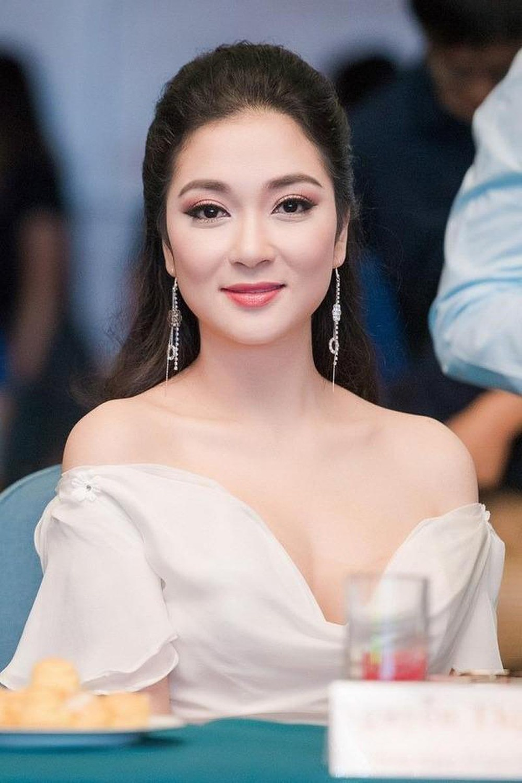 Vẻ đẹp thuần khiết của 16 cô gái thuở mới đăng quang Hoa hậu Việt Nam: Chờ đợi nhan sắc kế nhiệm Tiểu Vy Ảnh 17