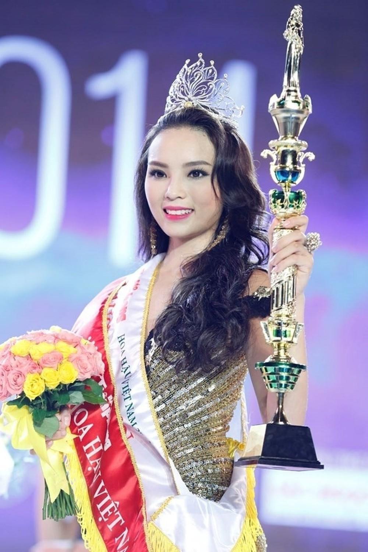 Vẻ đẹp thuần khiết của 16 cô gái thuở mới đăng quang Hoa hậu Việt Nam: Chờ đợi nhan sắc kế nhiệm Tiểu Vy Ảnh 6