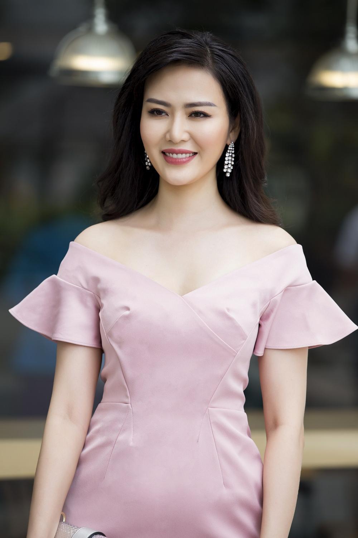 Vẻ đẹp thuần khiết của 16 cô gái thuở mới đăng quang Hoa hậu Việt Nam: Chờ đợi nhan sắc kế nhiệm Tiểu Vy Ảnh 27