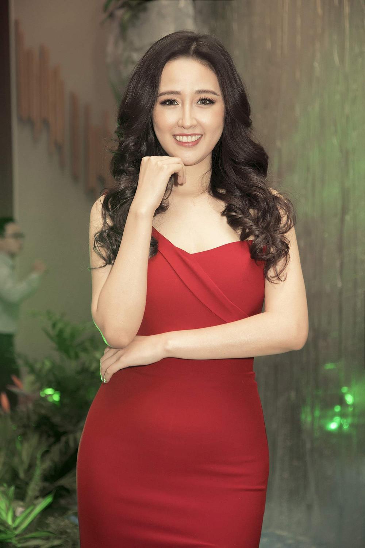 Vẻ đẹp thuần khiết của 16 cô gái thuở mới đăng quang Hoa hậu Việt Nam: Chờ đợi nhan sắc kế nhiệm Tiểu Vy Ảnh 15