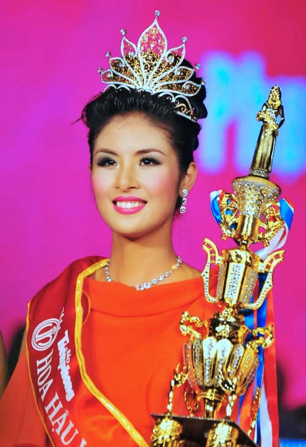 Vẻ đẹp thuần khiết của 16 cô gái thuở mới đăng quang Hoa hậu Việt Nam: Chờ đợi nhan sắc kế nhiệm Tiểu Vy Ảnh 10