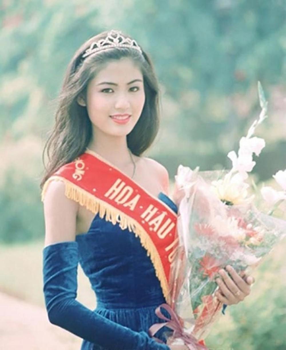 Vẻ đẹp thuần khiết của 16 cô gái thuở mới đăng quang Hoa hậu Việt Nam: Chờ đợi nhan sắc kế nhiệm Tiểu Vy Ảnh 26