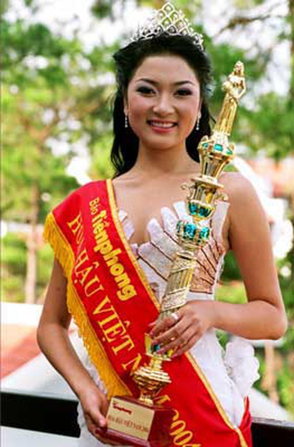 Vẻ đẹp thuần khiết của 16 cô gái thuở mới đăng quang Hoa hậu Việt Nam: Chờ đợi nhan sắc kế nhiệm Tiểu Vy Ảnh 16