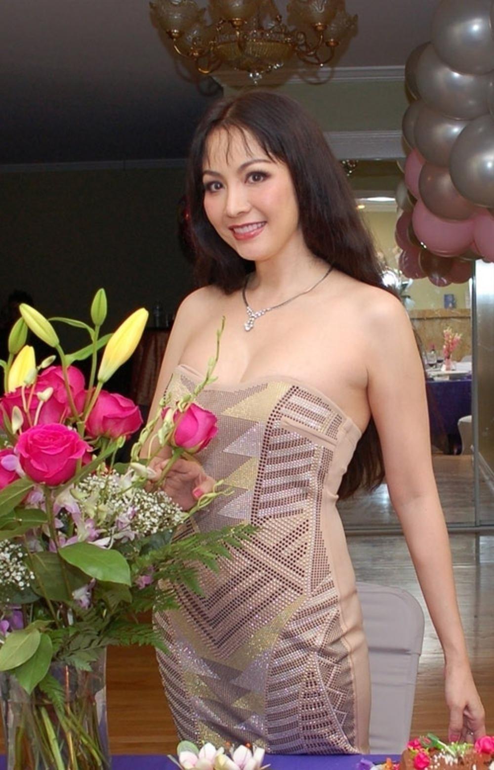 Vẻ đẹp thuần khiết của 16 cô gái thuở mới đăng quang Hoa hậu Việt Nam: Chờ đợi nhan sắc kế nhiệm Tiểu Vy Ảnh 25