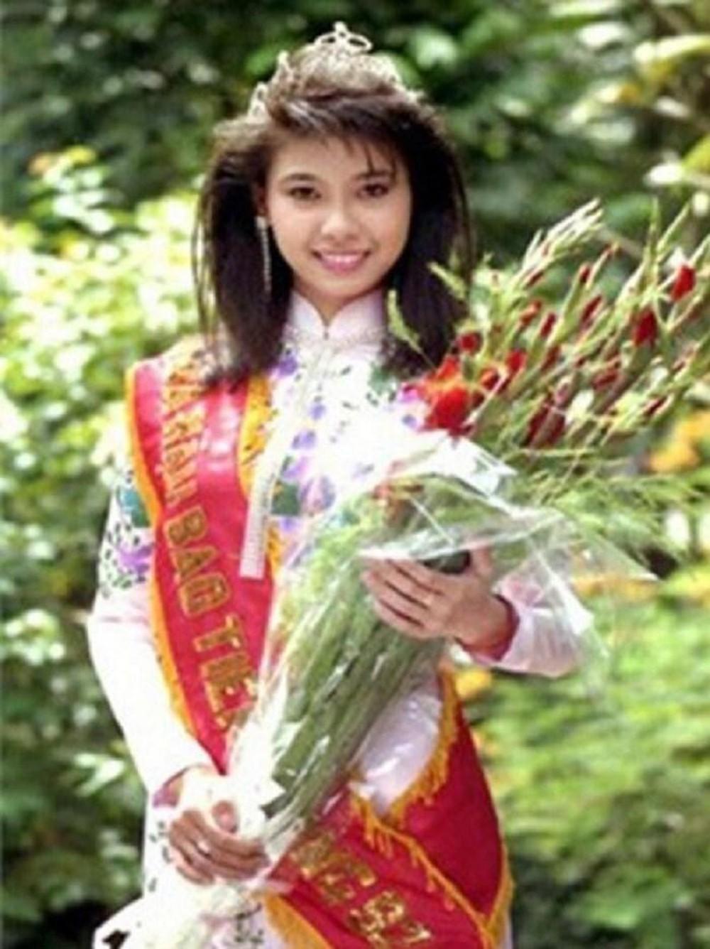 Vẻ đẹp thuần khiết của 16 cô gái thuở mới đăng quang Hoa hậu Việt Nam: Chờ đợi nhan sắc kế nhiệm Tiểu Vy Ảnh 28