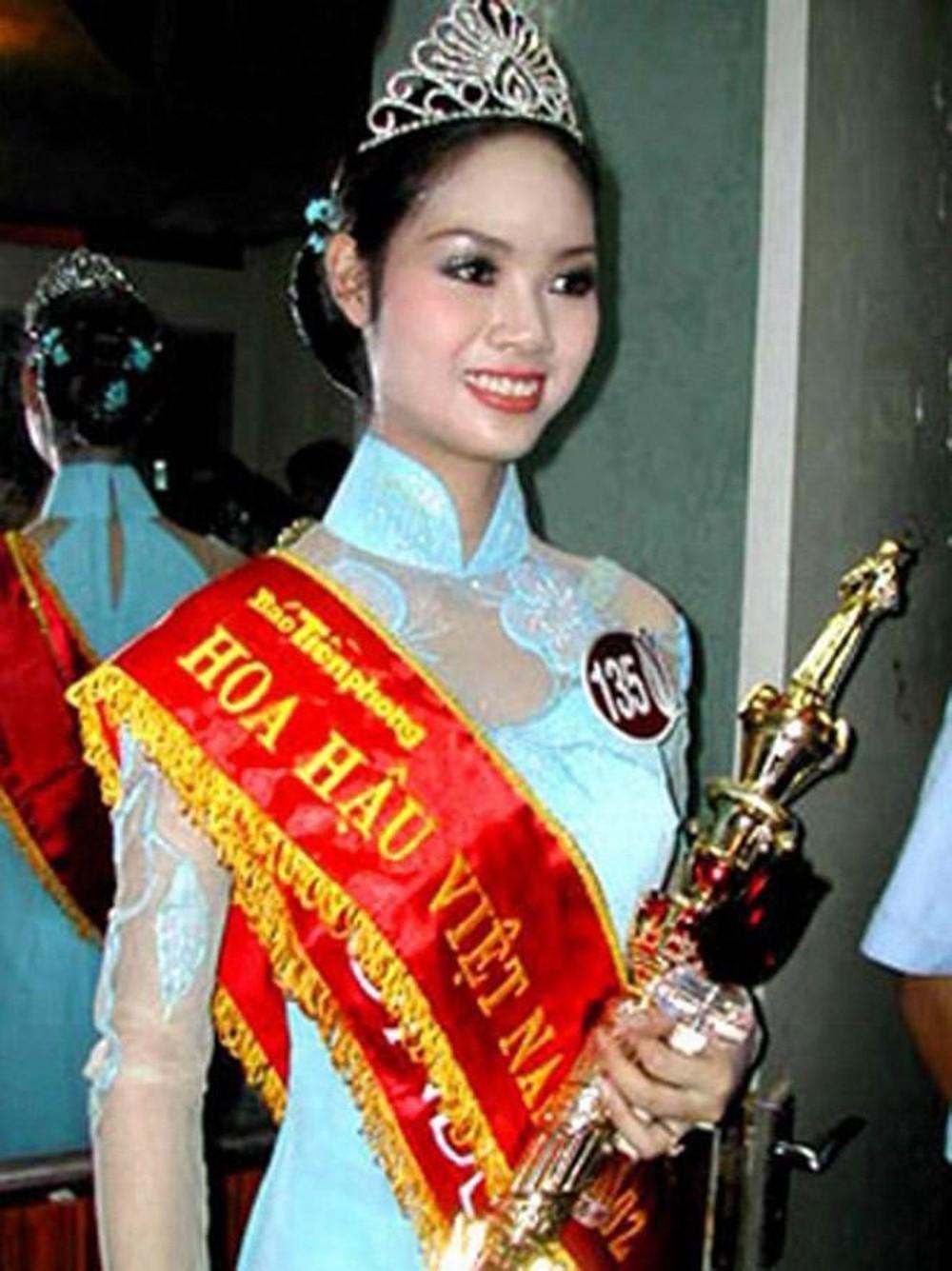 Vẻ đẹp thuần khiết của 16 cô gái thuở mới đăng quang Hoa hậu Việt Nam: Chờ đợi nhan sắc kế nhiệm Tiểu Vy Ảnh 18