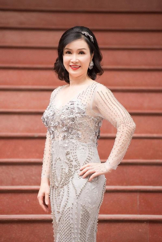Vẻ đẹp thuần khiết của 16 cô gái thuở mới đăng quang Hoa hậu Việt Nam: Chờ đợi nhan sắc kế nhiệm Tiểu Vy Ảnh 33