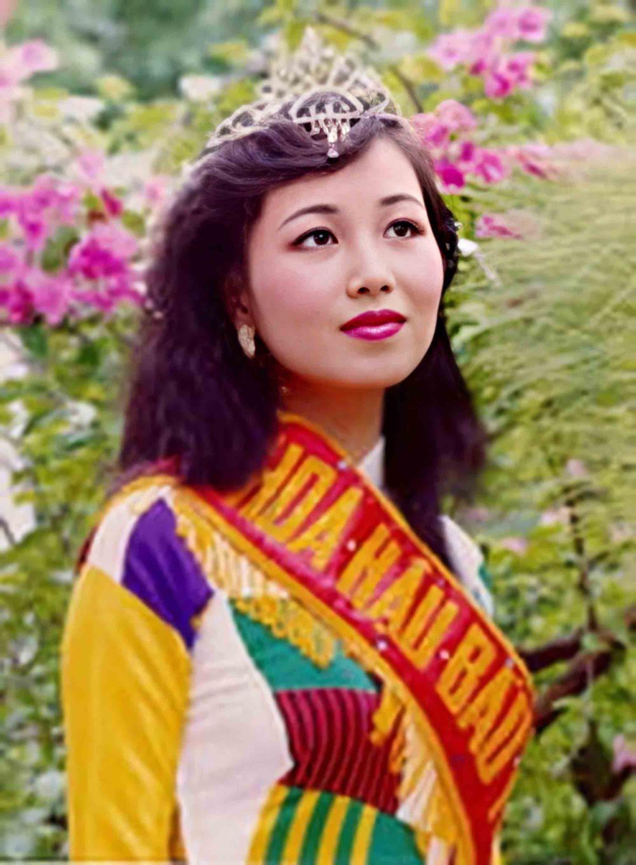 Vẻ đẹp thuần khiết của 16 cô gái thuở mới đăng quang Hoa hậu Việt Nam: Chờ đợi nhan sắc kế nhiệm Tiểu Vy Ảnh 30