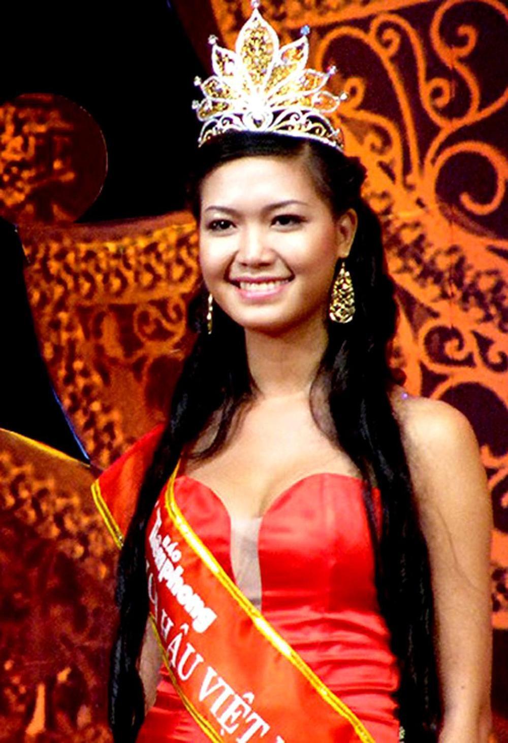 Vẻ đẹp thuần khiết của 16 cô gái thuở mới đăng quang Hoa hậu Việt Nam: Chờ đợi nhan sắc kế nhiệm Tiểu Vy Ảnh 12