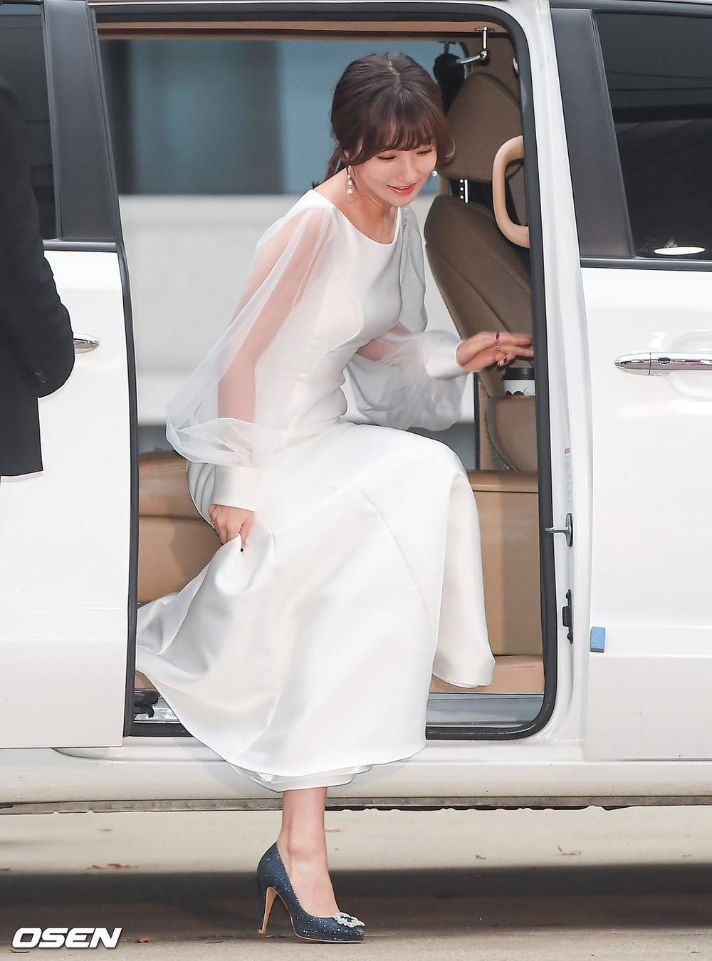 'Buil Film Awards 2020': Điên nữ Seo Ye Ji khoe ngực khủng, xuất thần cùng Lee Byung Hun trên thảm đỏ Ảnh 17