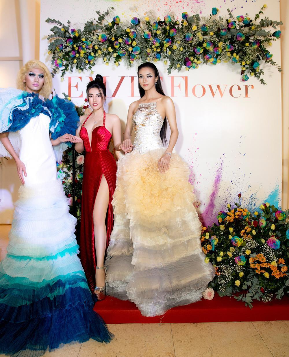 Emily Hồng Nhung mặc váy cắt xẻ cực gắt, đọ sắc bên Mộng Thường Hoa hậu chuyển giới Việt Nam 2020 Ảnh 1