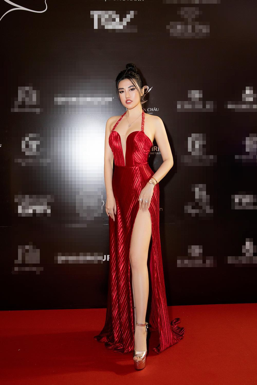 Emily Hồng Nhung mặc váy cắt xẻ cực gắt, đọ sắc bên Mộng Thường Hoa hậu chuyển giới Việt Nam 2020 Ảnh 3