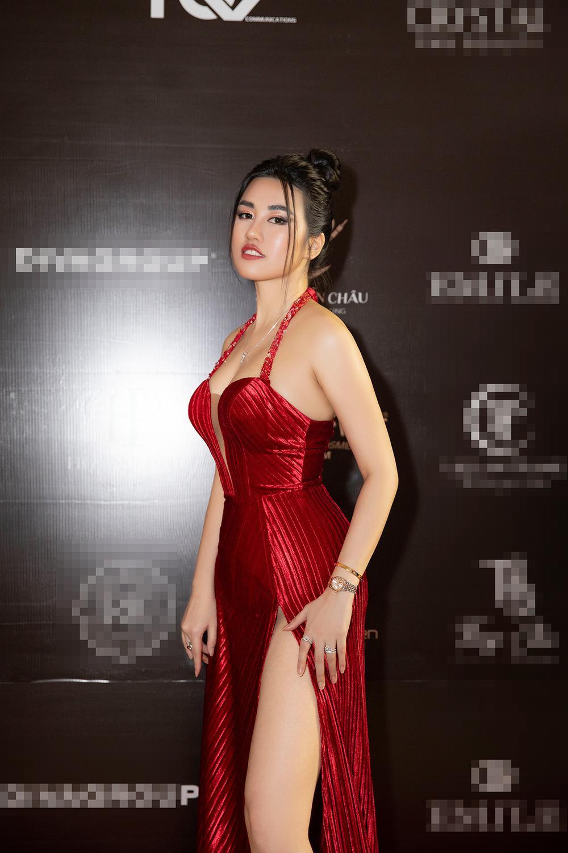 Emily Hồng Nhung mặc váy cắt xẻ cực gắt, đọ sắc bên Mộng Thường Hoa hậu chuyển giới Việt Nam 2020 Ảnh 4