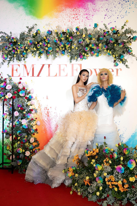 Emily Hồng Nhung mặc váy cắt xẻ cực gắt, đọ sắc bên Mộng Thường Hoa hậu chuyển giới Việt Nam 2020 Ảnh 6