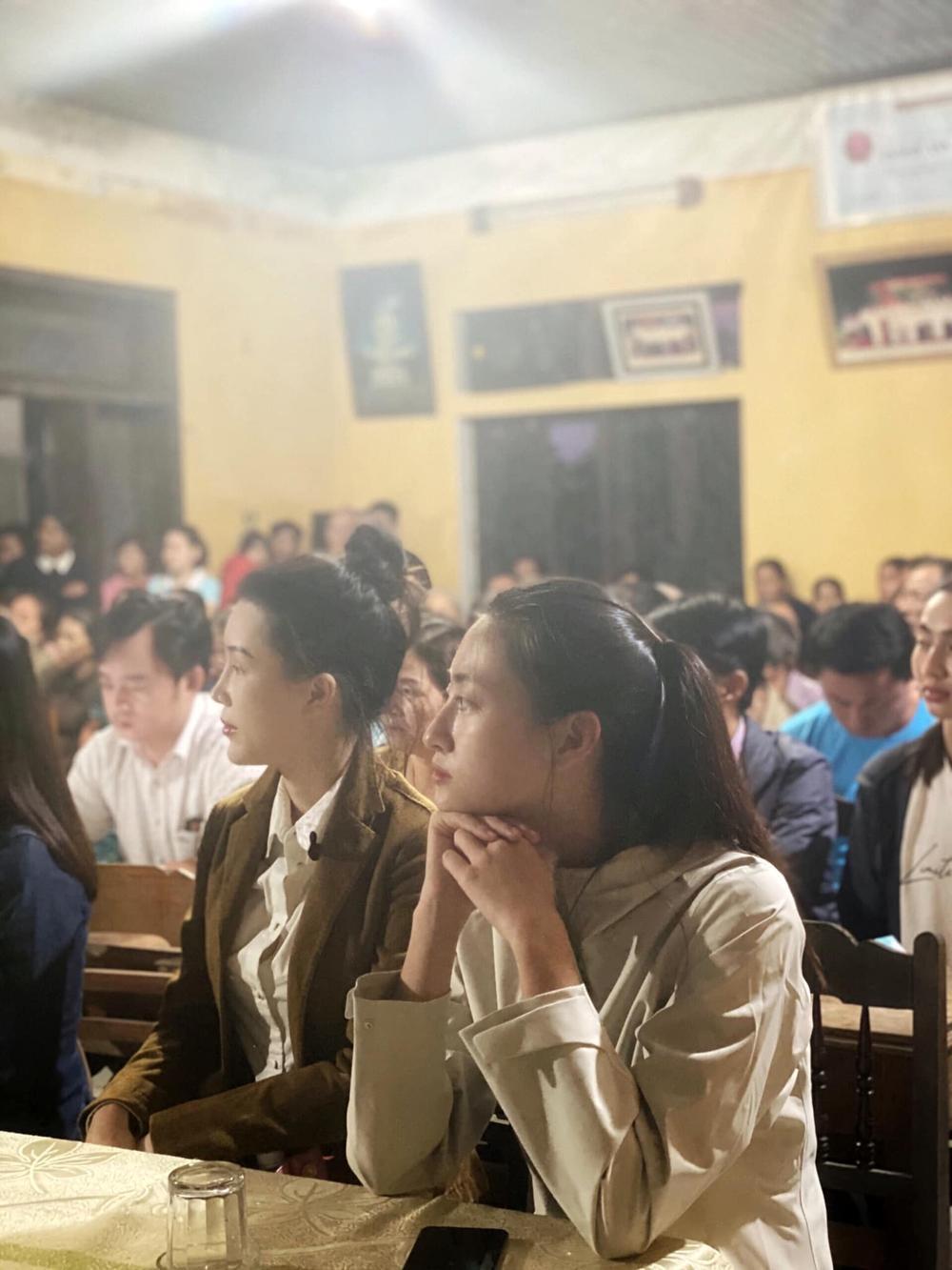Hương Giang - Khánh Vân - Tiểu Vy - Lương Thùy Linh giúp đỡ đồng bào miền Trung vượt bão lũ Ảnh 5