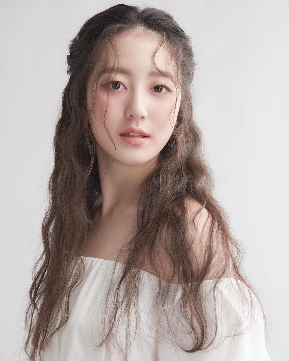 Á hậu 'chặt đẹp' nhan sắc Tân Hoa hậu Hàn Quốc 2020: Người tựa nàng thơ, kẻ như 'quái vật thẩm mỹ' Ảnh 18