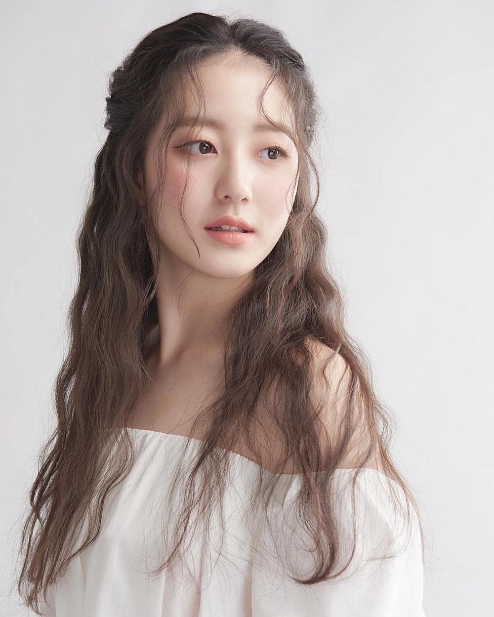 Á hậu 'chặt đẹp' nhan sắc Tân Hoa hậu Hàn Quốc 2020: Người tựa nàng thơ, kẻ như 'quái vật thẩm mỹ' Ảnh 17