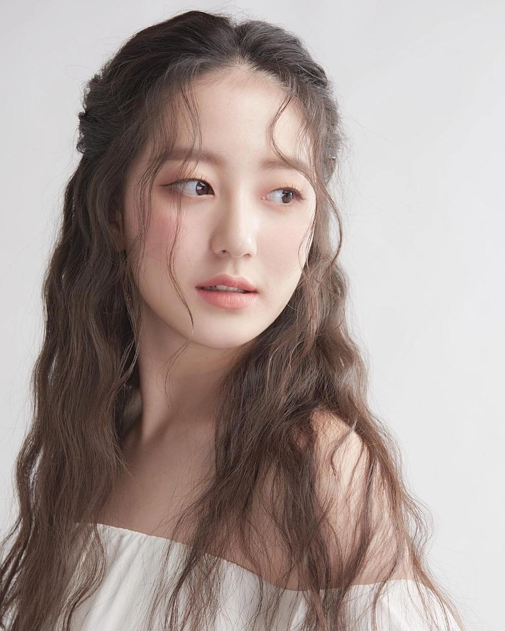 Á hậu 'chặt đẹp' nhan sắc Tân Hoa hậu Hàn Quốc 2020: Người tựa nàng thơ, kẻ như 'quái vật thẩm mỹ' Ảnh 19