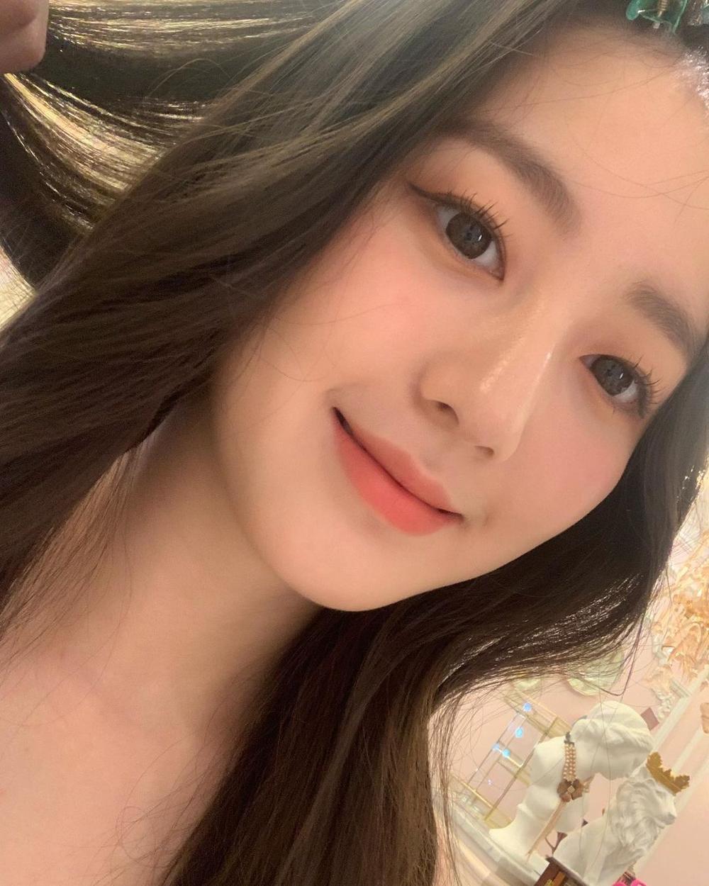 Á hậu 'chặt đẹp' nhan sắc Tân Hoa hậu Hàn Quốc 2020: Người tựa nàng thơ, kẻ như 'quái vật thẩm mỹ' Ảnh 10