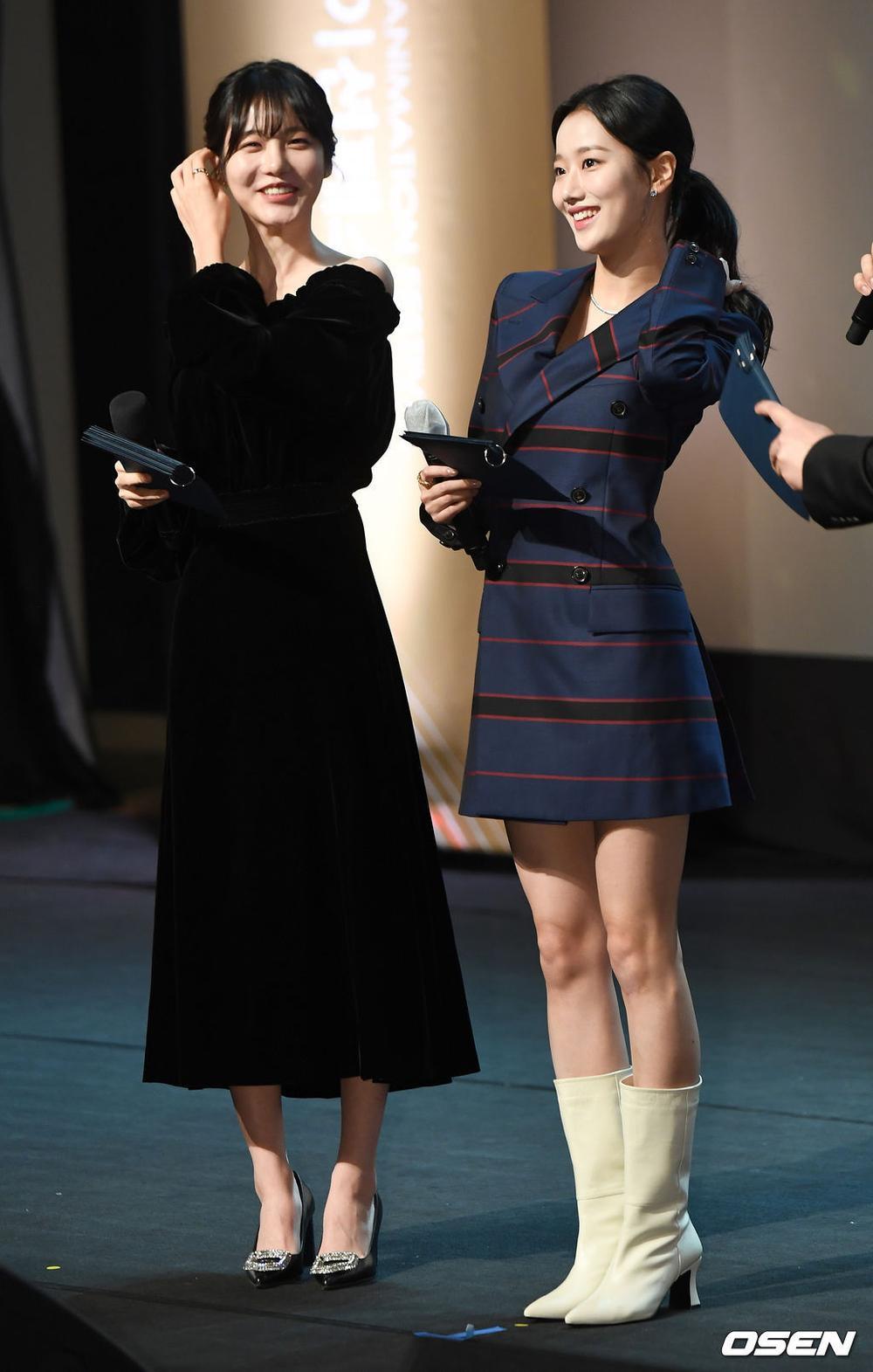 Goo Hye Sun rạng rỡ sau ly hôn, đọ sắc loạt sao Hàn trên thảm đỏ 'LHP Bucheon 2020' Ảnh 19