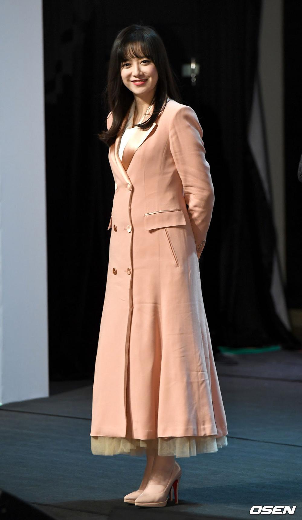 Goo Hye Sun rạng rỡ sau ly hôn, đọ sắc loạt sao Hàn trên thảm đỏ 'LHP Bucheon 2020' Ảnh 32