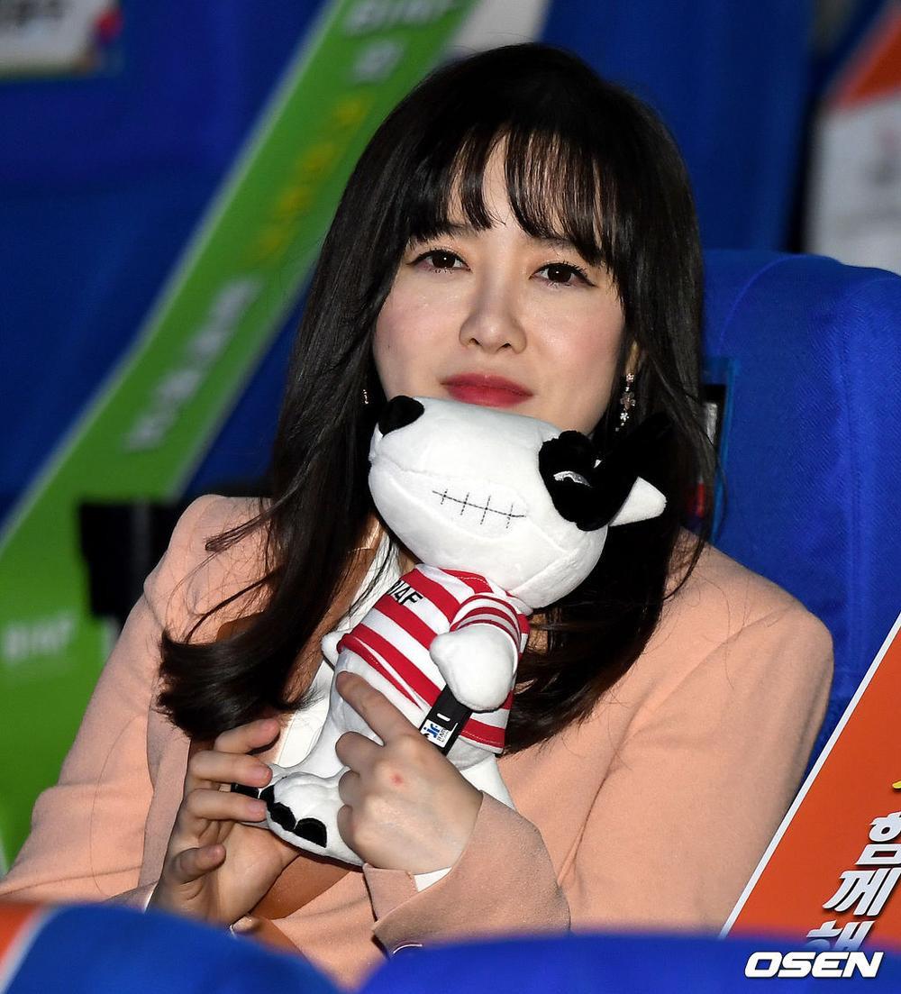 Goo Hye Sun rạng rỡ sau ly hôn, đọ sắc loạt sao Hàn trên thảm đỏ 'LHP Bucheon 2020' Ảnh 28