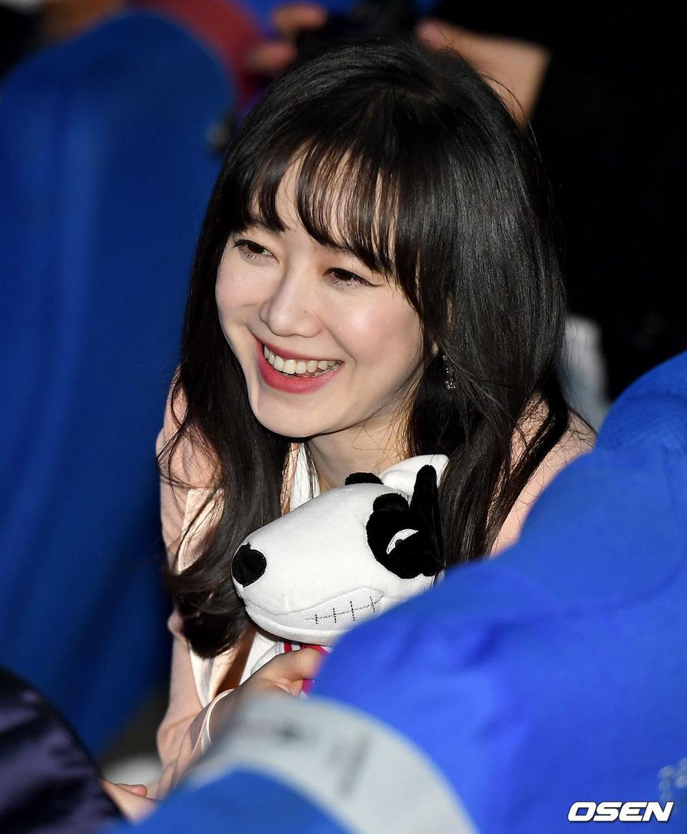 Goo Hye Sun rạng rỡ sau ly hôn, đọ sắc loạt sao Hàn trên thảm đỏ 'LHP Bucheon 2020' Ảnh 29