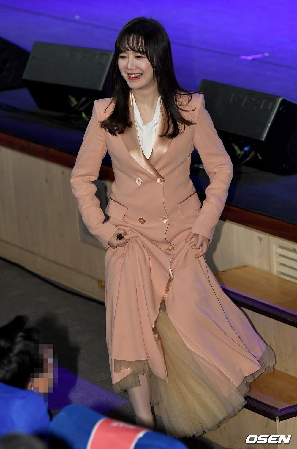 Goo Hye Sun rạng rỡ sau ly hôn, đọ sắc loạt sao Hàn trên thảm đỏ 'LHP Bucheon 2020' Ảnh 22
