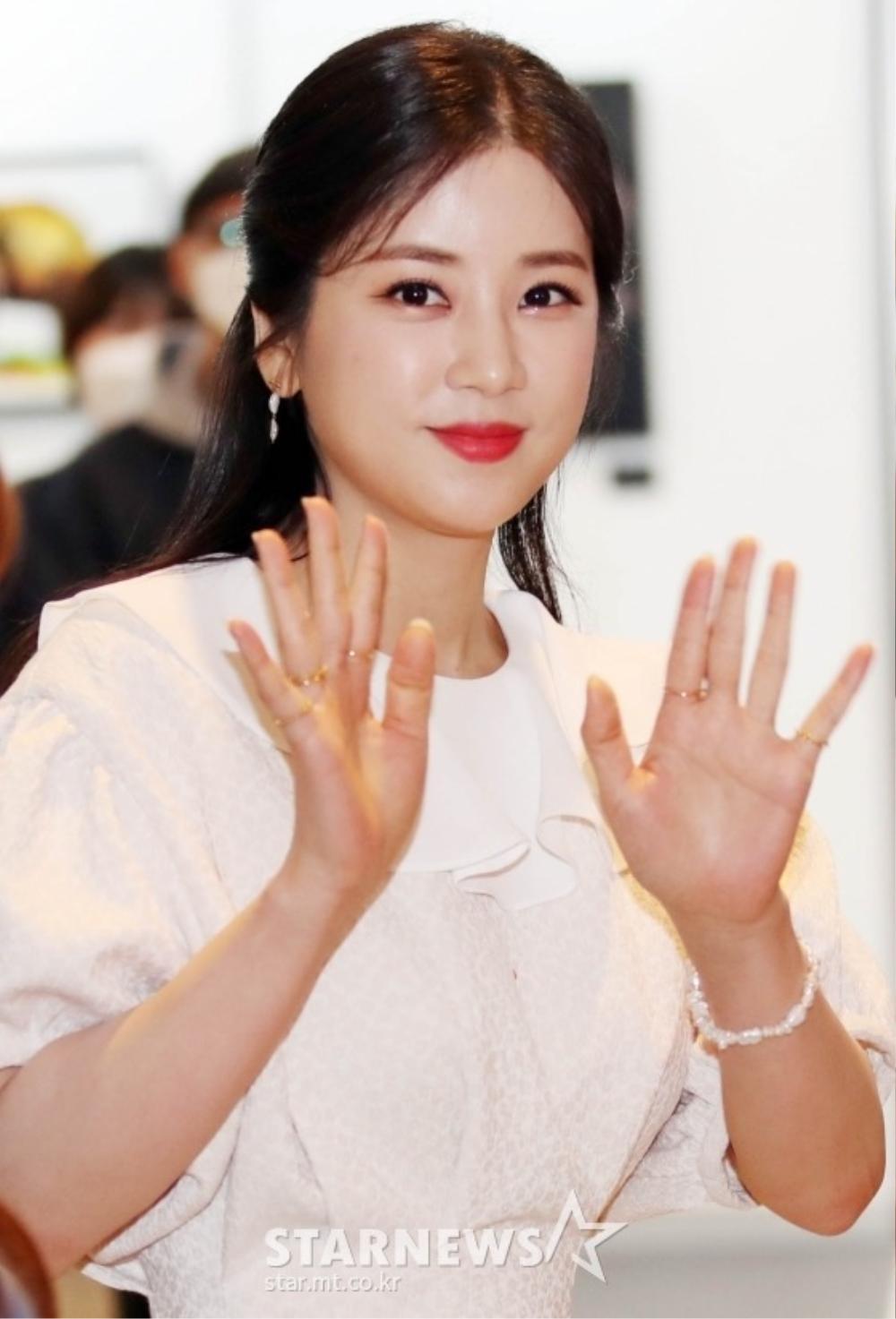 Goo Hye Sun rạng rỡ sau ly hôn, đọ sắc loạt sao Hàn trên thảm đỏ 'LHP Bucheon 2020' Ảnh 14
