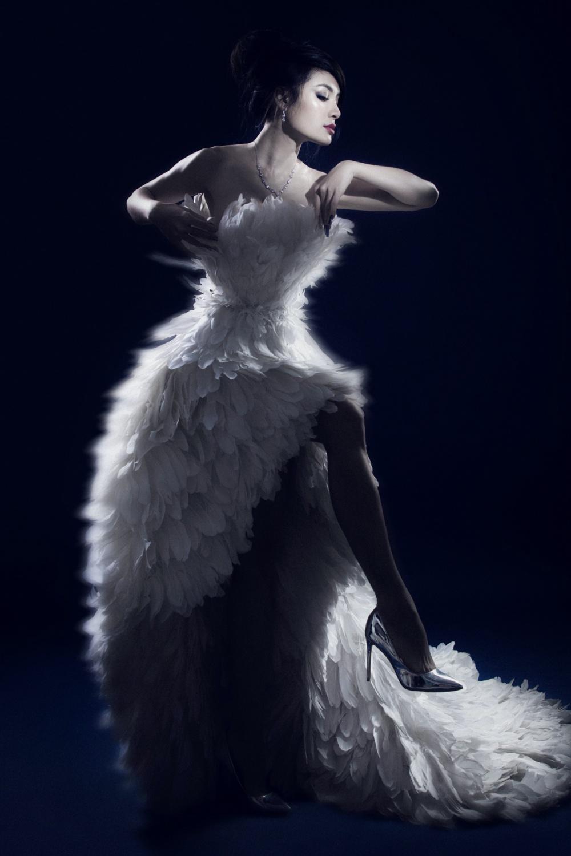Phương Trinh Jolie bán nuy, hoá thiên nga trắng gây thổn thức Ảnh 10