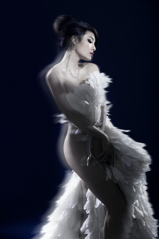 Phương Trinh Jolie bán nuy, hoá thiên nga trắng gây thổn thức Ảnh 7
