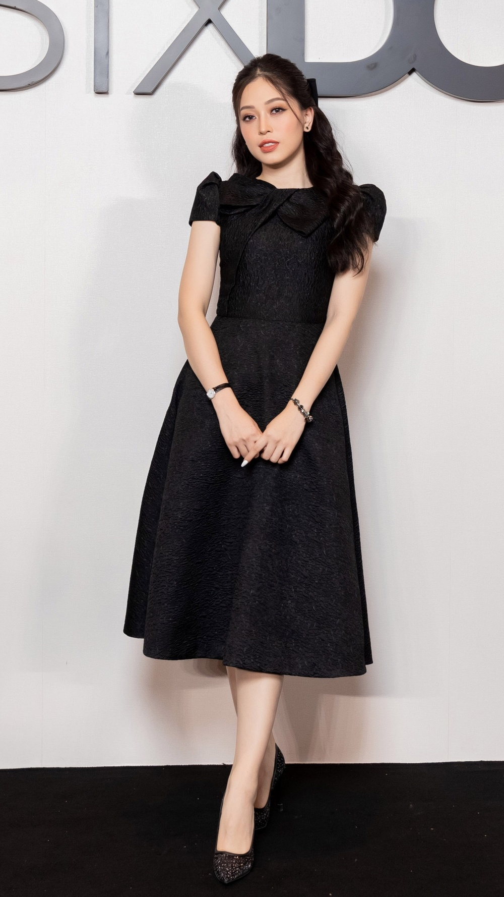 Angela Phương Trinh hoá đoá hồng đen ma mị, tái xuất thảm đỏ khiến fan say đắm Ảnh 7